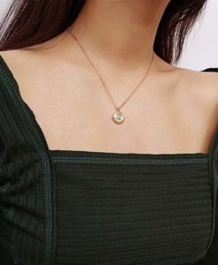 Collier medaille doree tendance