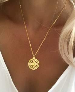 cadeau anniversaire femme collier medaille